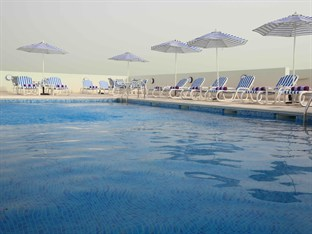 Premier Inn Abu Dhabi International Airport Abu Dhabi - Swimming Pool