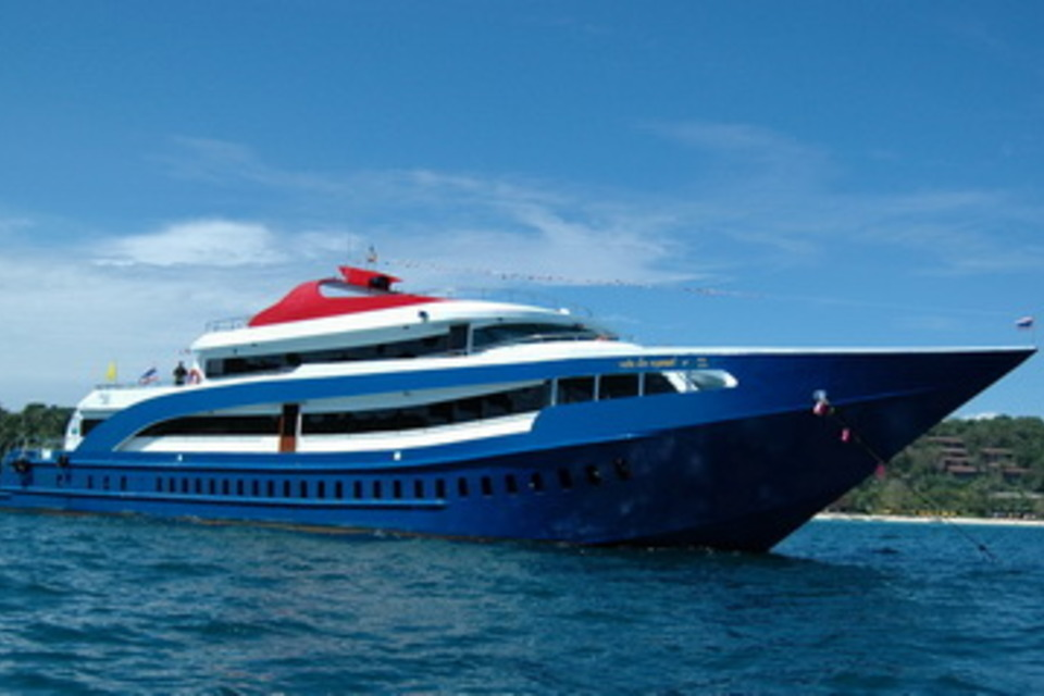 Full-Day Phi Phi Islands Tour by Cruiser - from Phuket