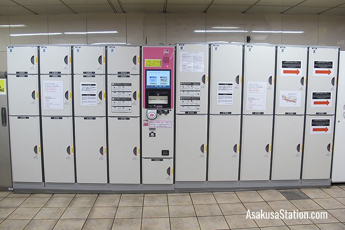 Lockers at the Kaminari-mon District Gate