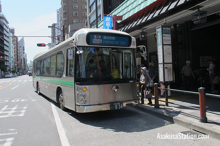 The S-1 Shitamachi Bus on Kaminarimon Dori Street