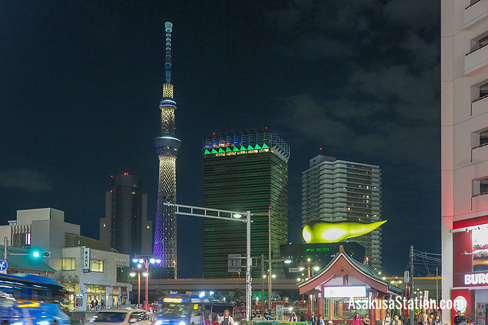 An evening of Tokyo Skytree and the Asahi Flame. The tower is illuminated at night