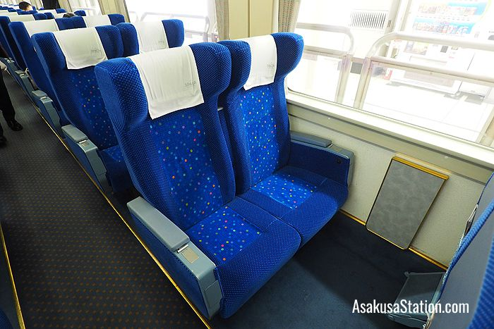 Standard seats on Spacia Kinu train