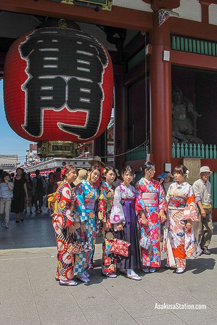 Posing for photographs at the Kaminarimon in Asakusa