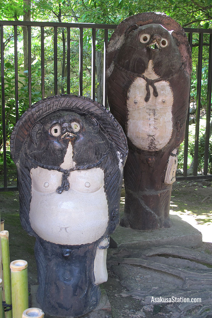 Statues of tanuki beside the shrine building