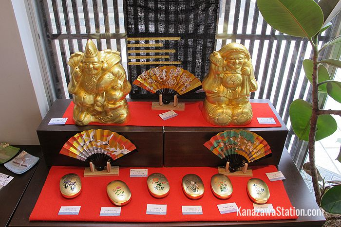 Fans, jewelry boxes, and lucky gods all decorated with gold leaf