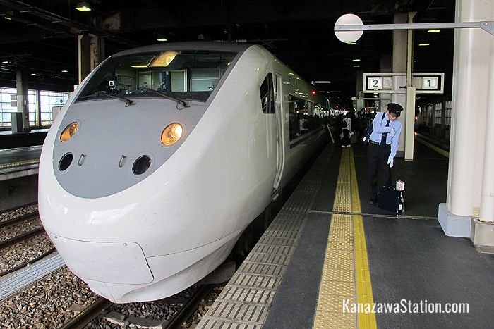 The Limited Express Thunderbird can be used to reach stations between Kanazawa and Tsuruga