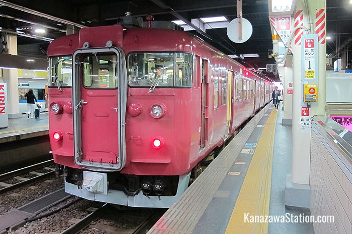 This through train service for Nanao Station is run by JR West