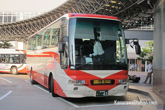 A Hokutetsu bus bound for Kyoto and Osaka
