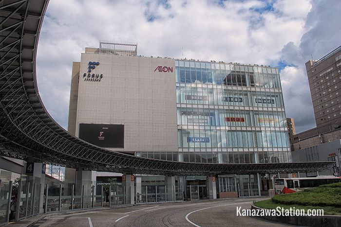 Kanazawa Forus is located right next to Kanazawa Station