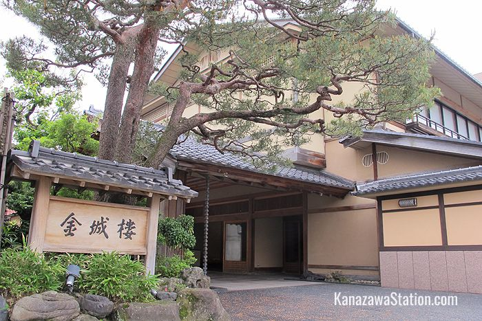 Kinjohro is a 126-year-old ryokan and is listed by Kanazawa City as an important cultural asset