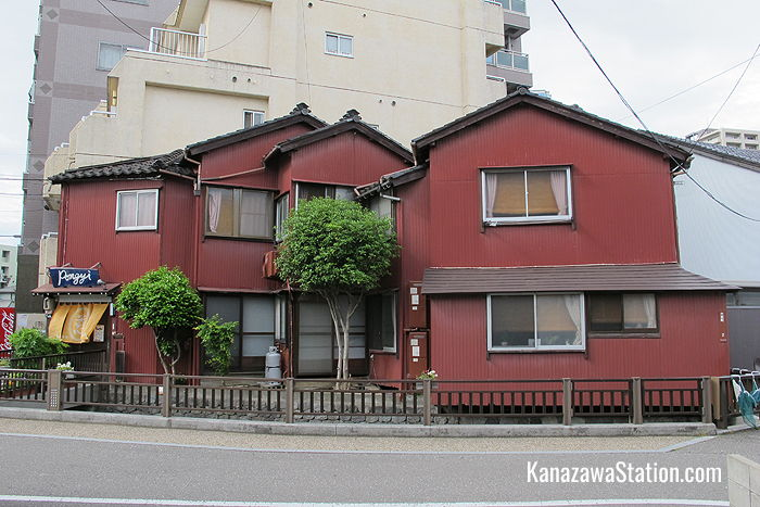 Guesthouse Pongyi is just eight minutes from Kanazawa Station and very easy to find