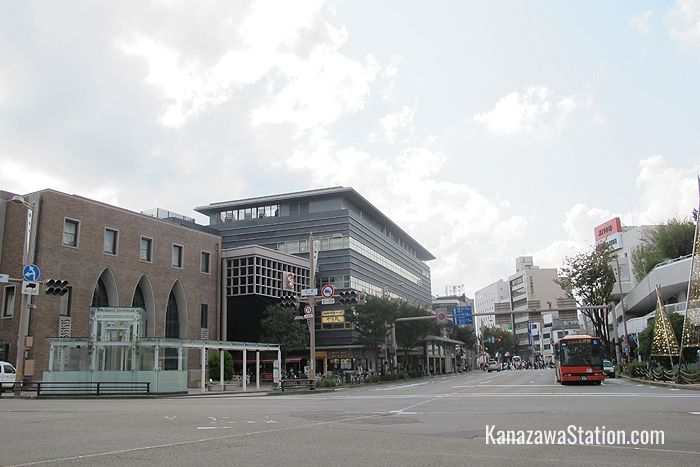 Looking south on the Musashigatsuji intersection