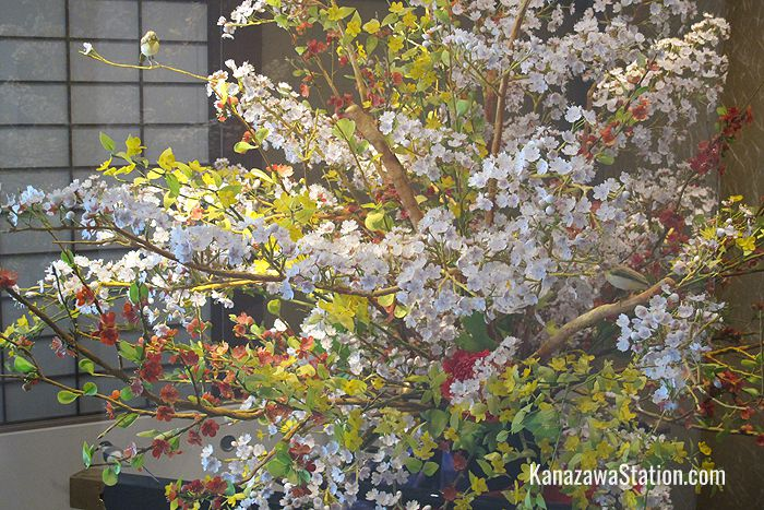 Kanazawa is famous for its confectionery. On the 2nd floor you can find a blossoming tree that is made completely of sugar!
