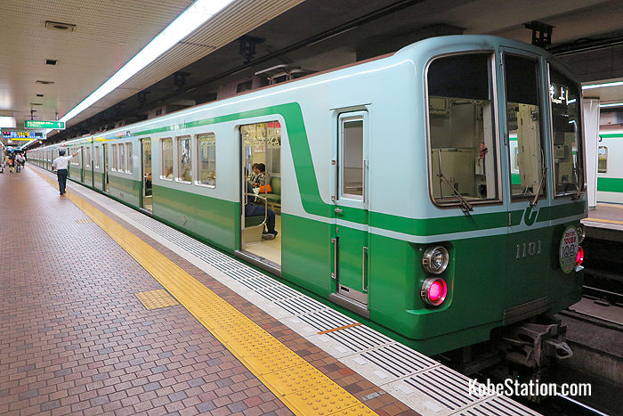 A train on the Hokushin Kyuko Line bound for Tanigami