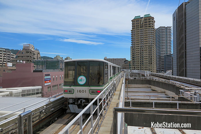 The Rokko Liner viewed from Sumiyoshi Station