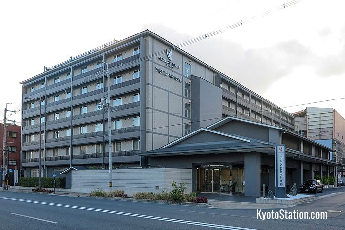Almont Hotel Kyoto is situated in a quiet location but is very convenient for local transport
