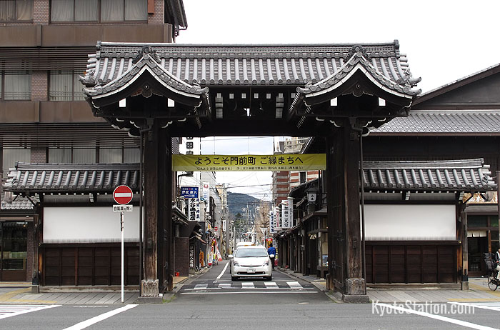 The Somon gate viewed from Nishi Honganji Temple
