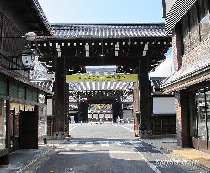 The view of Nishi Honganji from the Somon gate