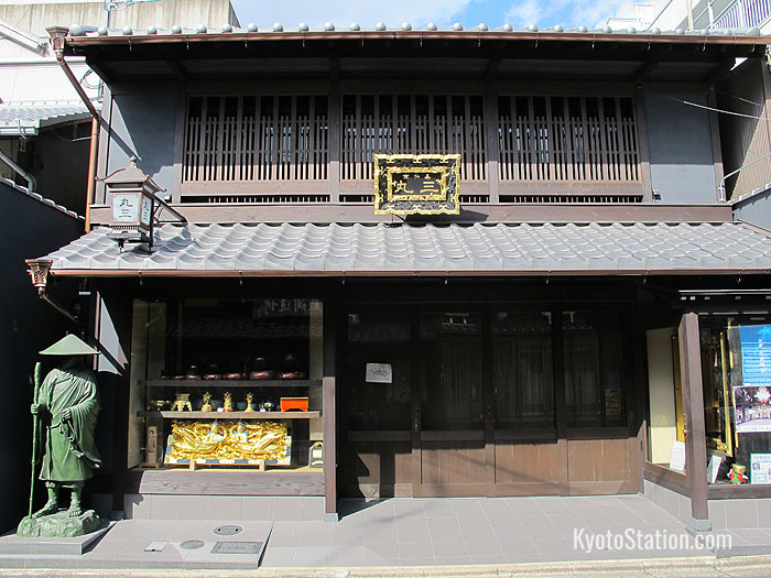 A machiya building on Shomen Dori