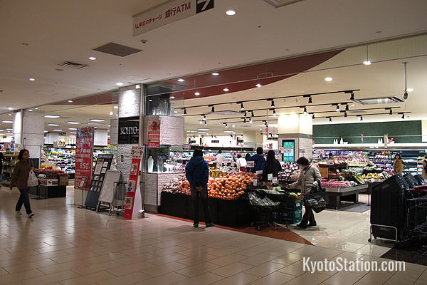 Kohyo Supermarket is a good place to stock up for a picnic