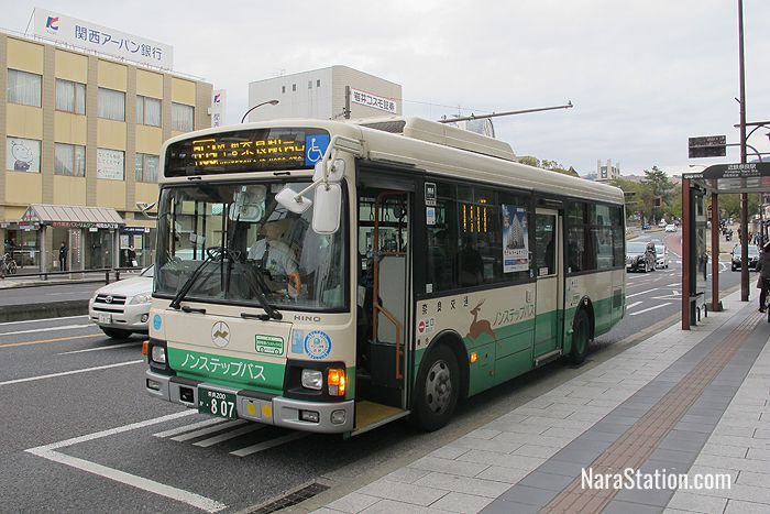Regular Nara buses are boarded from the rear