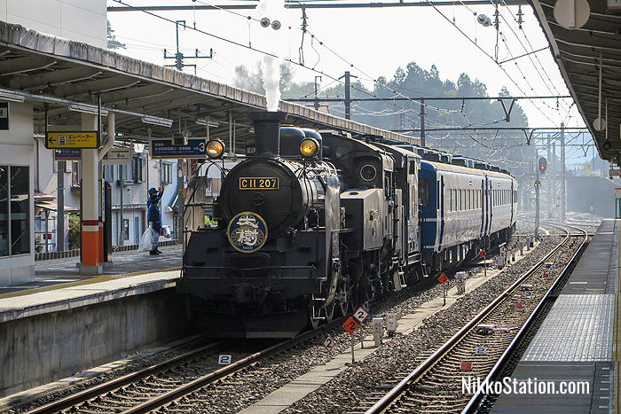 The SL Taiju arriving at Kinugawa-Onsen Station