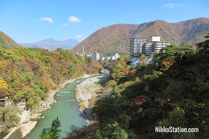 Hotels situated along the Kinugawa River offer stunning views over a beautiful natural setting