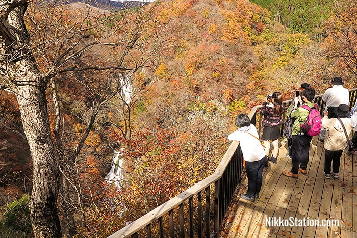 Photographing the falls from the observation deck