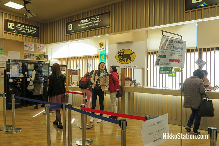 The bus ticket vending machine and the Yamato Transport baggage delivery and storage counter