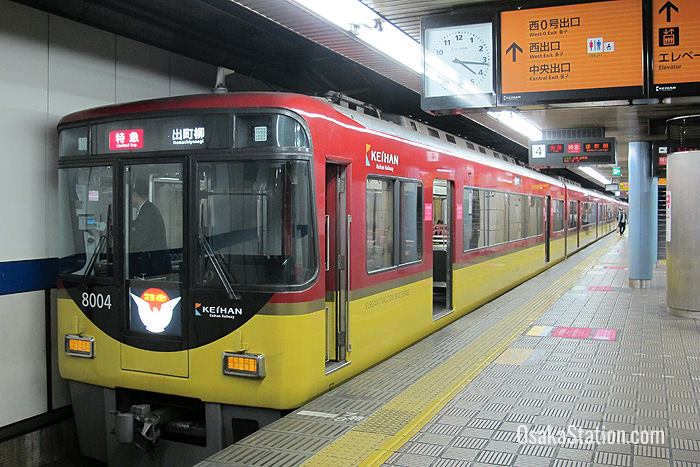 A Limited Express at Yodoyabashi Station bound for Demachiyanagi Station in Kyoto