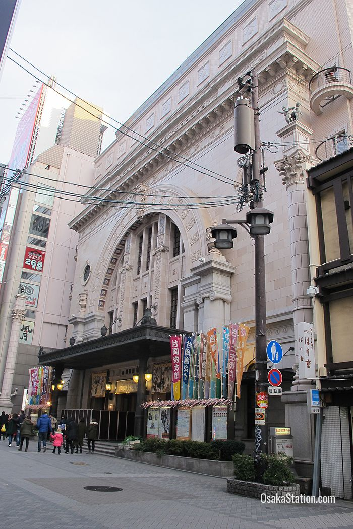 The facade of Osaka Shochikuza is nicknamed the Arc de Triomphe of Dotombori