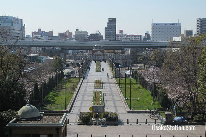 The western entrance connects Tennoji Park to the Shinsekai district