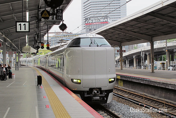 The Limited Express Kuroshio arriving at Platform 11 Shin-Osaka Station