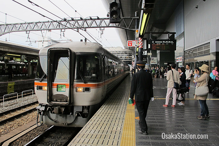 The Limited Express Hida at Kyoto Station's Platform 0