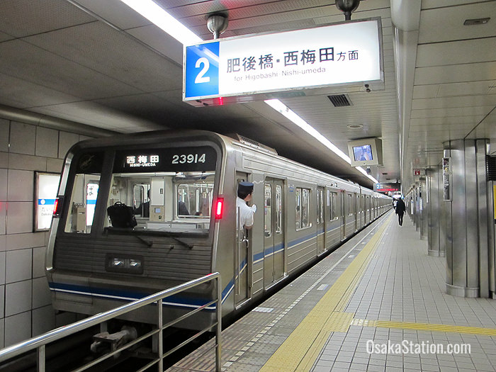 A Yotsubashi subway train at Namba Station bound for Nishi-Umeda