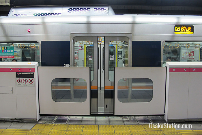 Platform safety gates at Kitashinchi Station