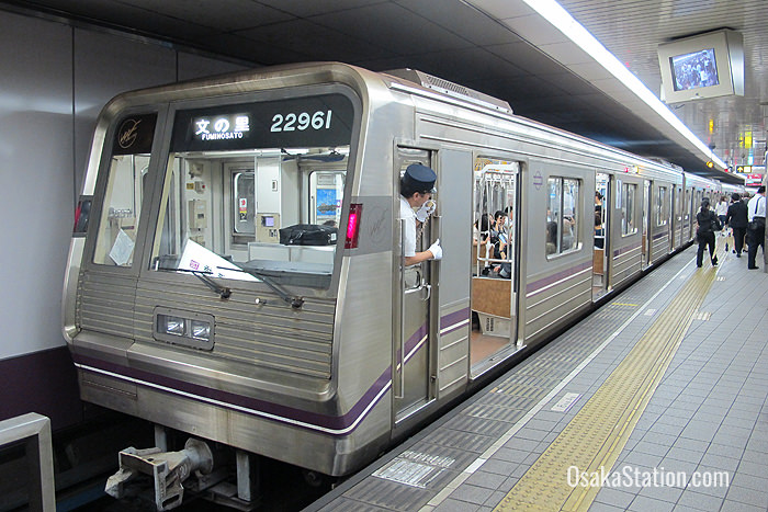 A southbound train at Temmabashi Station