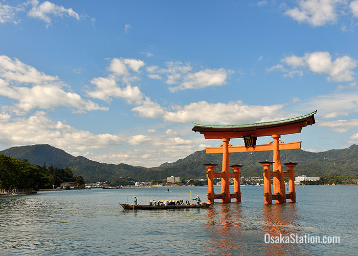 Floating torii gate at Itsukushima Shrine
