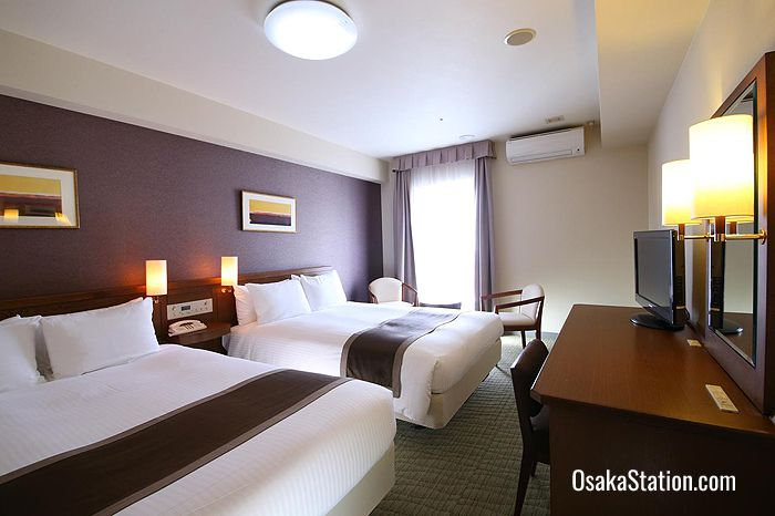 A twin guest room at Hotel Hokke Club Osaka