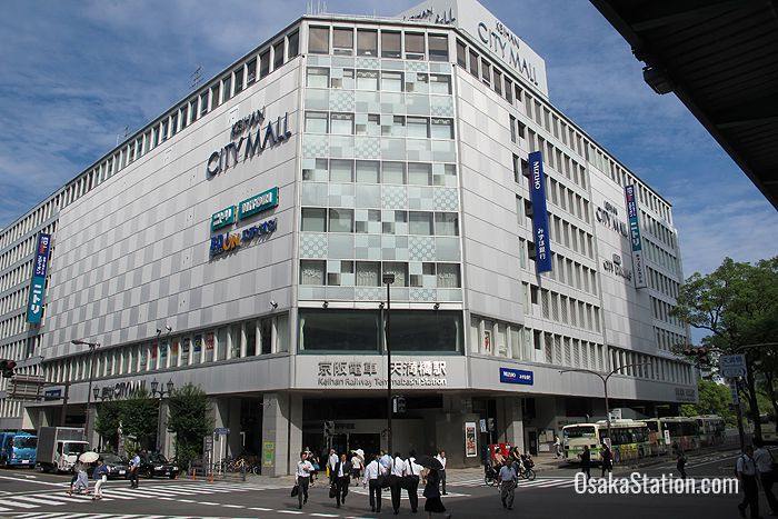 Hotel Keihan Tenmabashi is very close to Temmabashi Railway Station and the Keihan City Mall