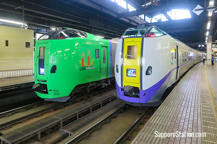 A Limited Express Lilac (#789 series) train alongside a Tokachi (#261 series) train at Sapporo Station