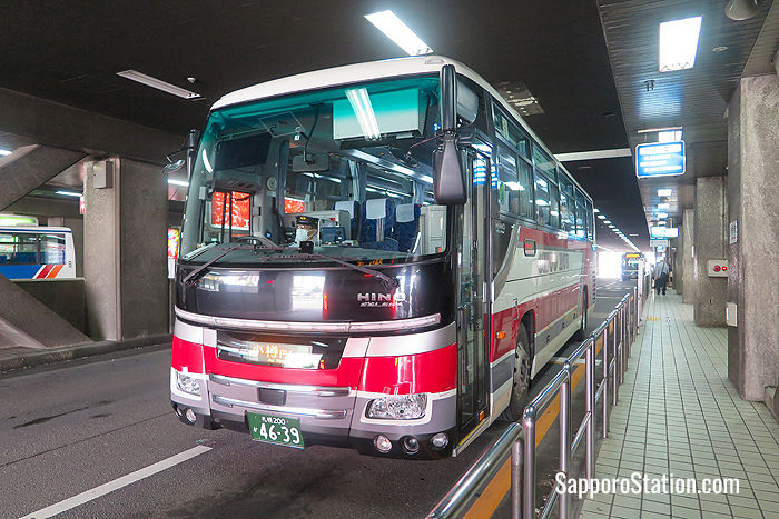 An express bus bound for Otaru