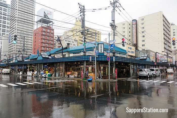 Nijo Market's covered arcades make it a convenient rainy day sightseeing location