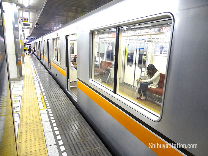 The Ginza Line subway carries over 1 million passengers a day