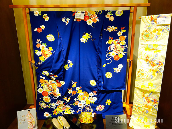 A furisode long-sleeved kimono priced at 540,000 yen, with matching obi belt at 356,400 yen