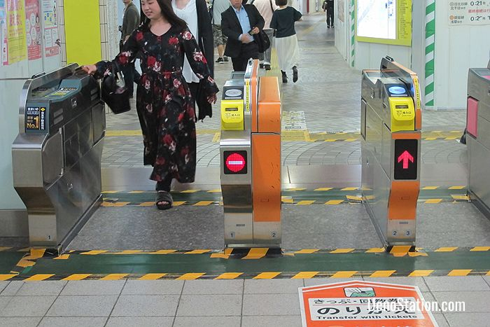 If you have a transfer ticket between the Ginza Line and Hibiya Line, you should use the orange transfer gate