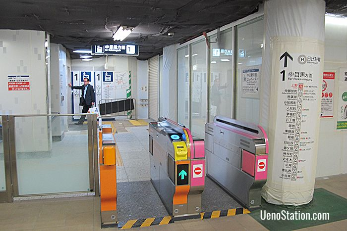 This special gate leads only to Platform 1 on the Hibiya Line