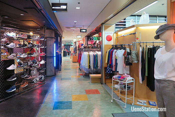 Fashion boutiques on the 2nd floor